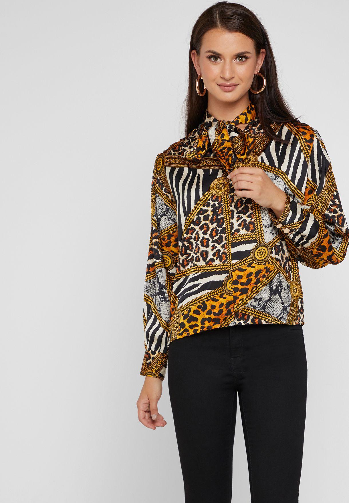 بلوزة بنمط قميص مع طبعات