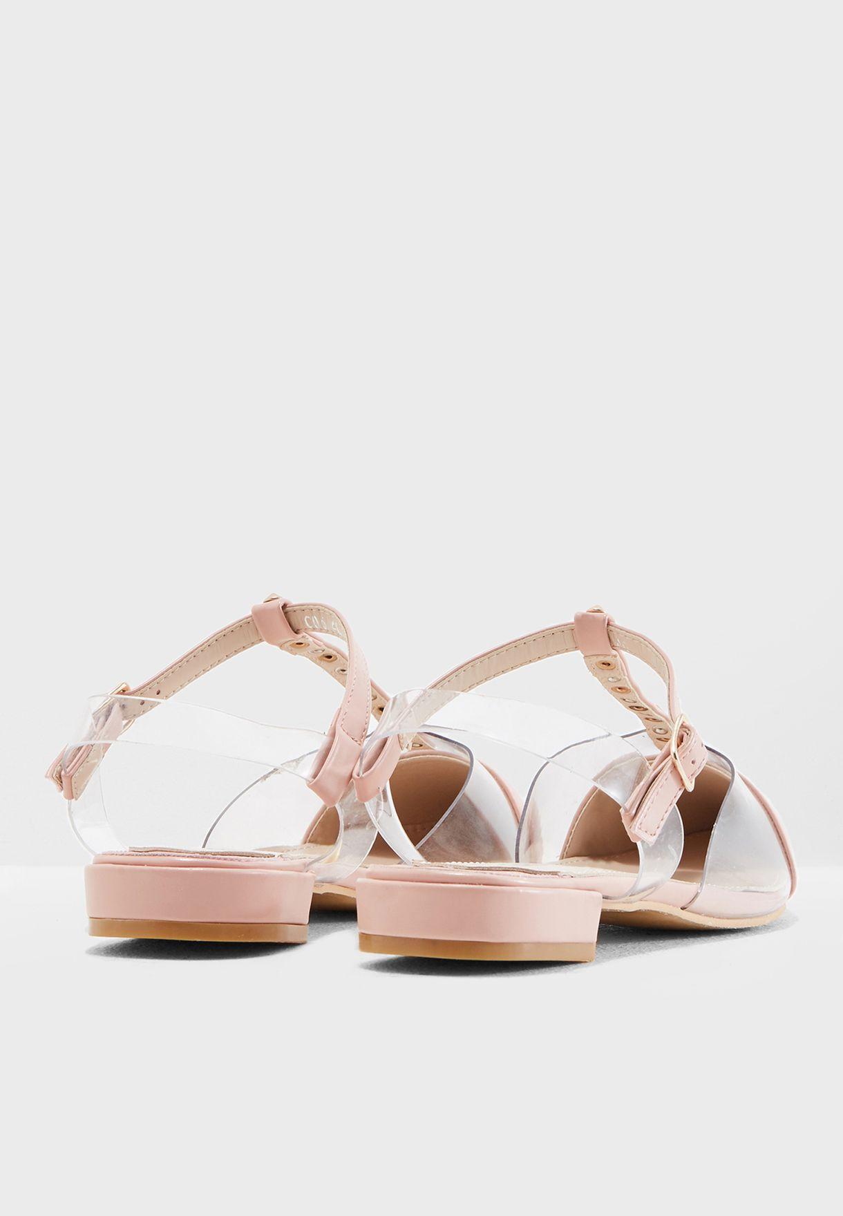 حذاء مزين بدبابيس