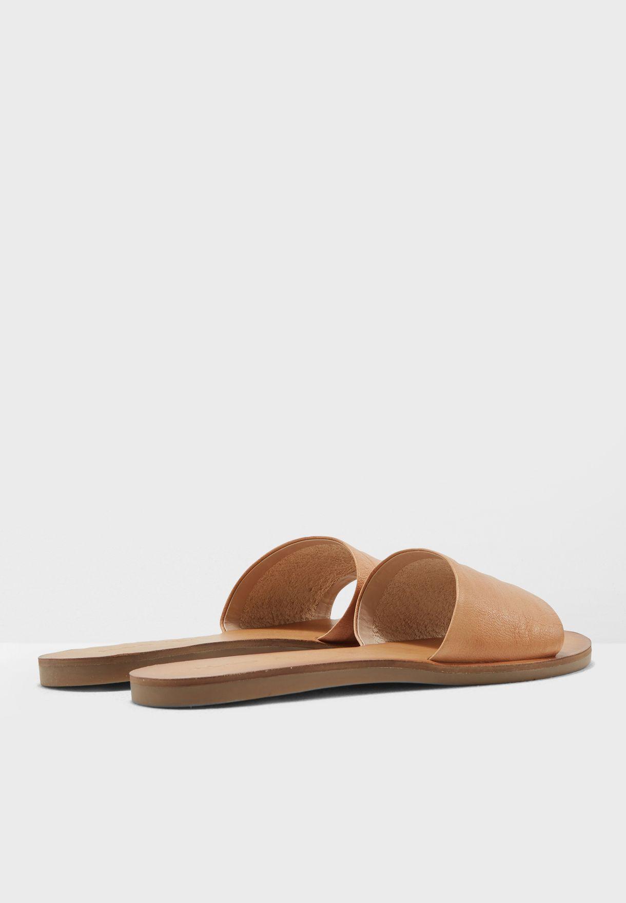 Brittny Flat Sandals