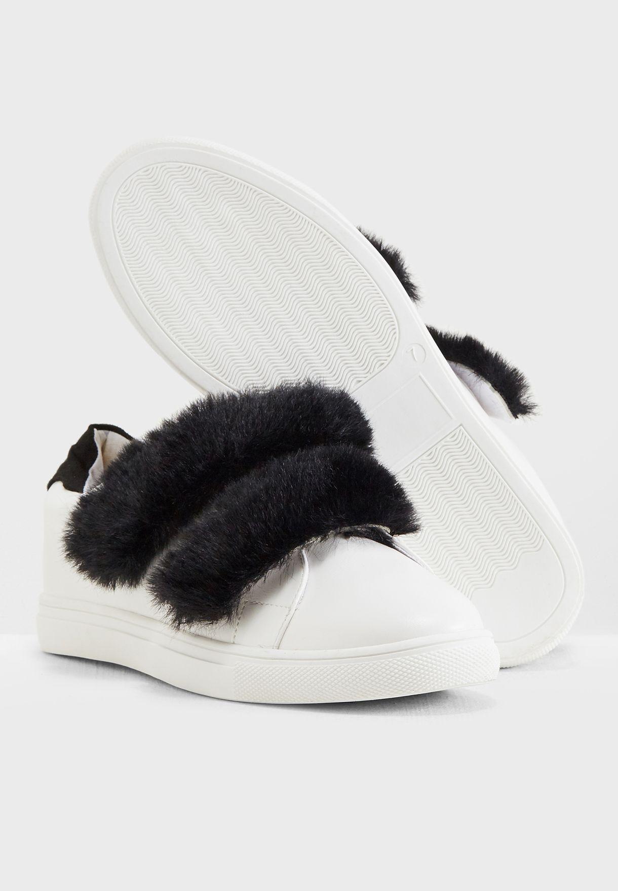 حذاء فلات مزين بالفرو
