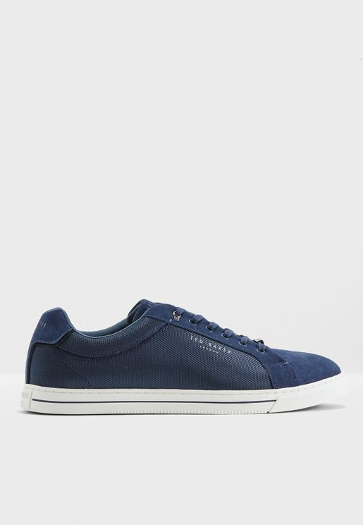 Eeril Sneaker