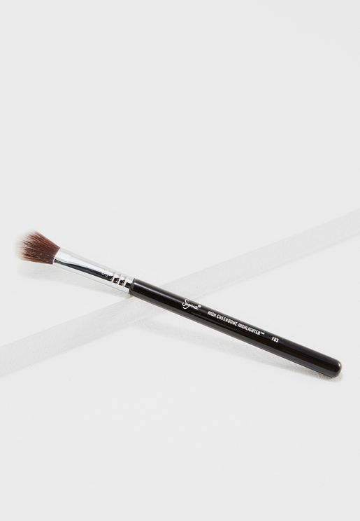 High Cheekbone Highlighter Brush