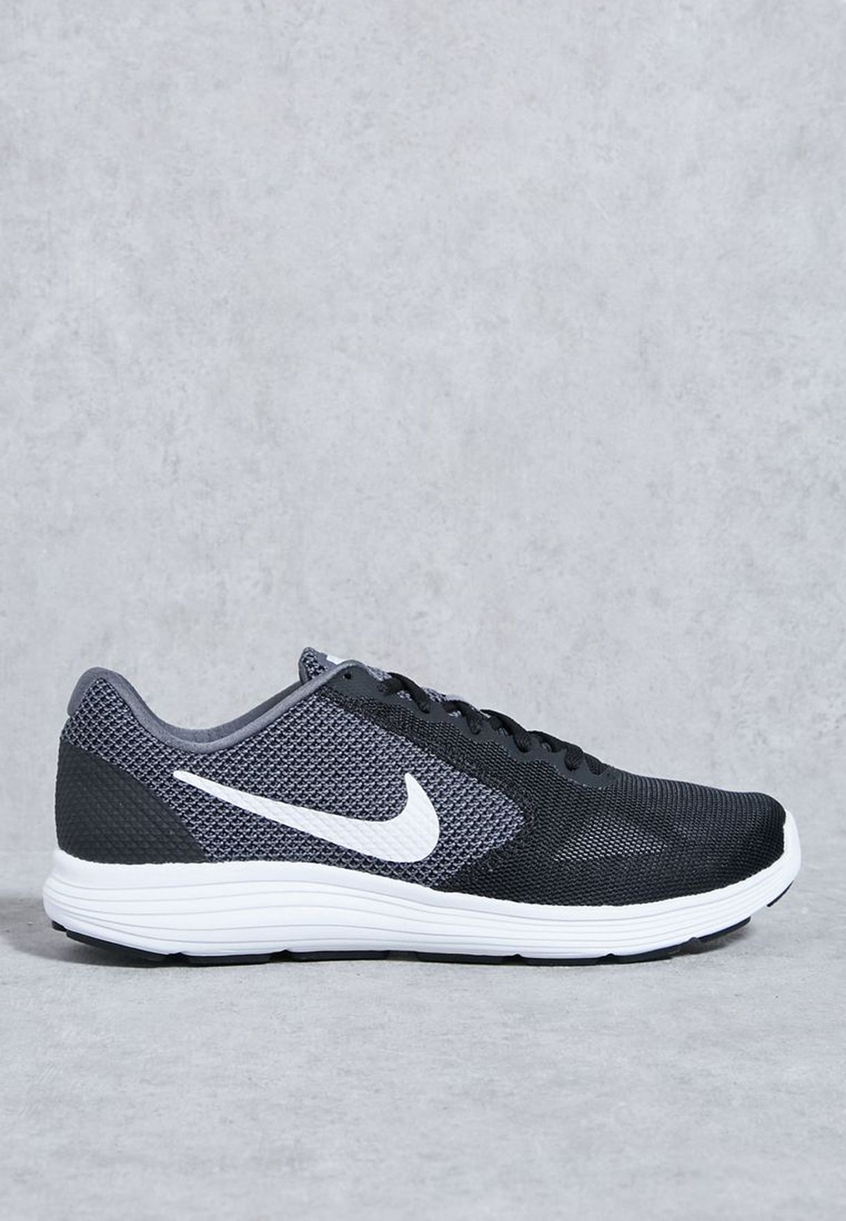 watch 8d6f3 01bce Shop Nike black Revolution 3 819300-001 for Men in Saudi - NI727SH69EUW