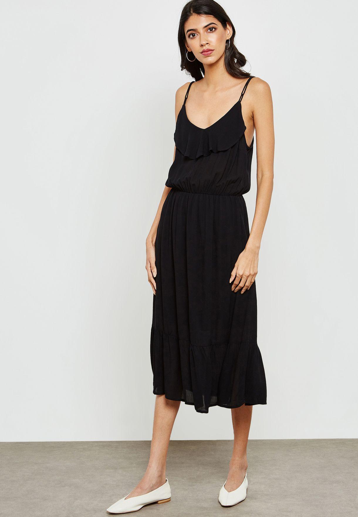 فستان بحمالات كتف رفيعة وكشكش