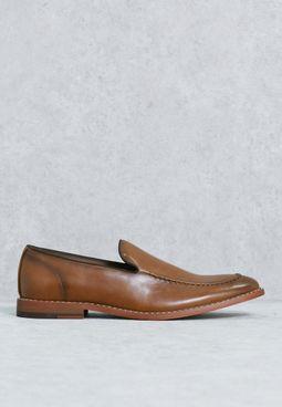 حذاء بنمط ابرون