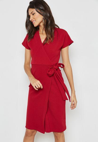 فستان بتصميم لف