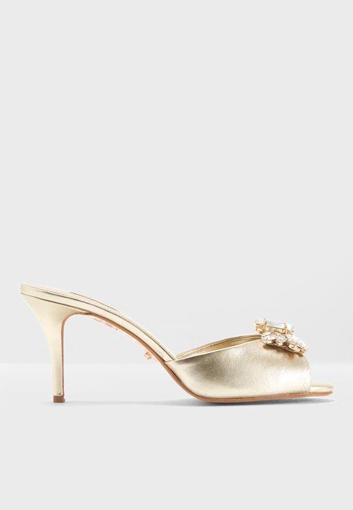 Modella Di Sandal