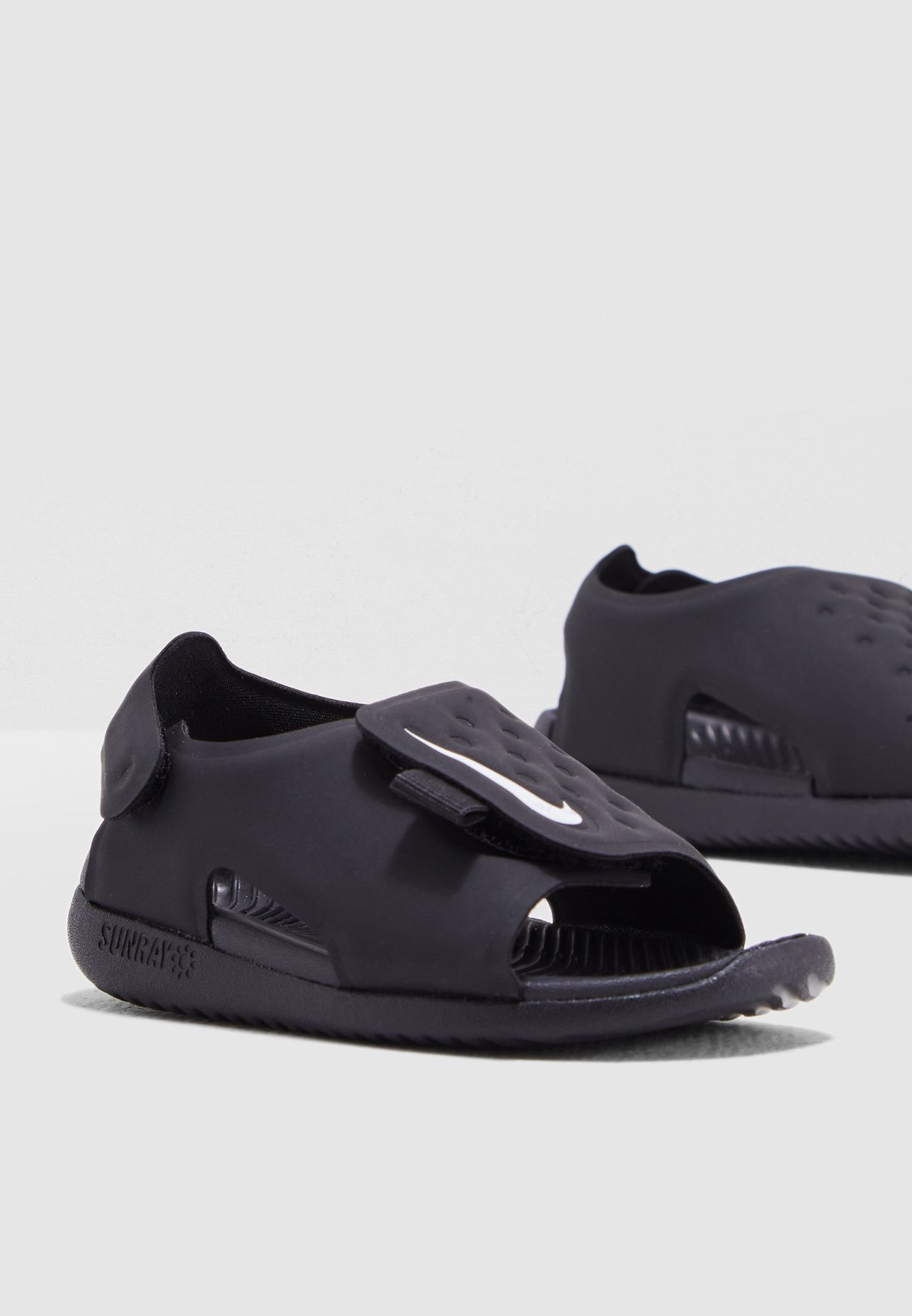 Shop Nike black Infant Sunray Adjust 5 AJ9077-001 for Kids in Saudi -  NI727SH49JGK e188457f33