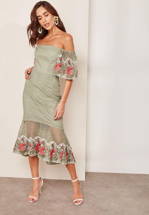 فستان مطرز عاري الكتفين