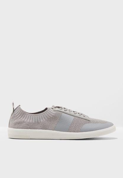 T Mock Jogger Sneaker