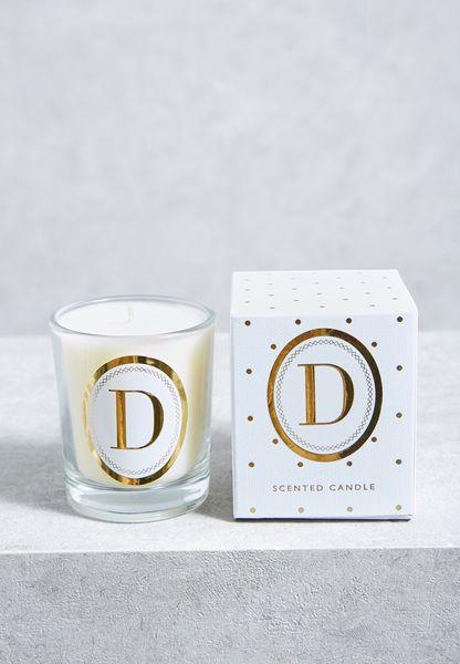 شمعة بطبعة حرف D