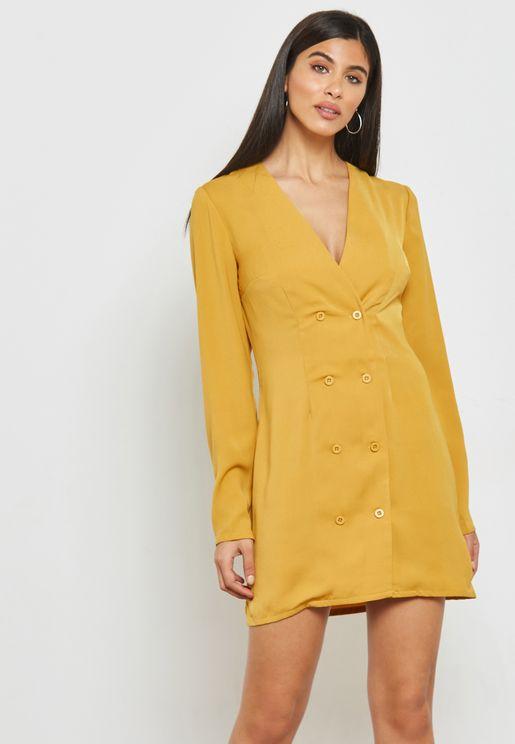 فستان قصير بأزرار مزدوجة