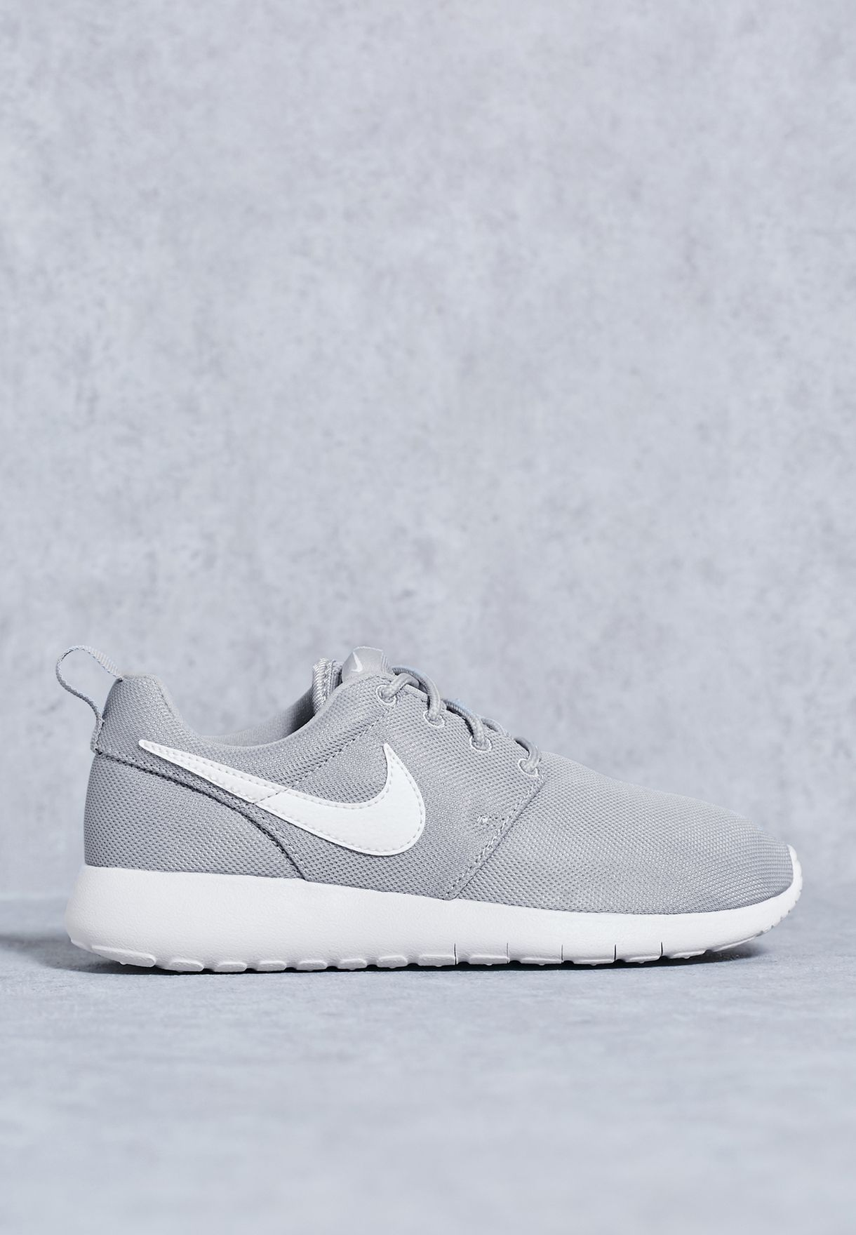 533ad0b24e489 Shop Nike grey Roshe One Youth 599728-033 for Kids in Bahrain - NI727SH29KKO