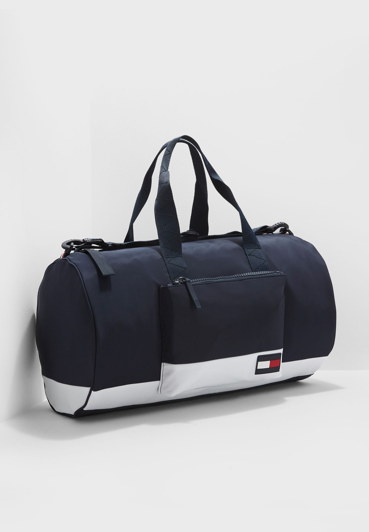 9725bb10944 Shop Tommy Hilfiger navy Escape Duffel Bag AM0AM03509 for Men in UAE ...