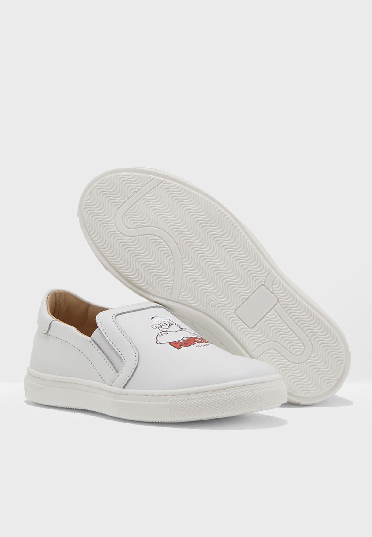 حذاء كاجوال + تيشيرت