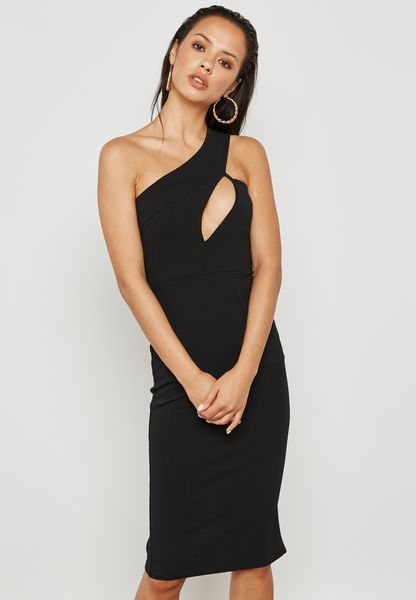 فستان مزين بفتحات