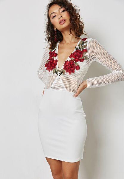 فستان بقصة ضيقة مزين بأزهار