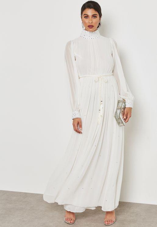 فستان مع حزام بشراشيب