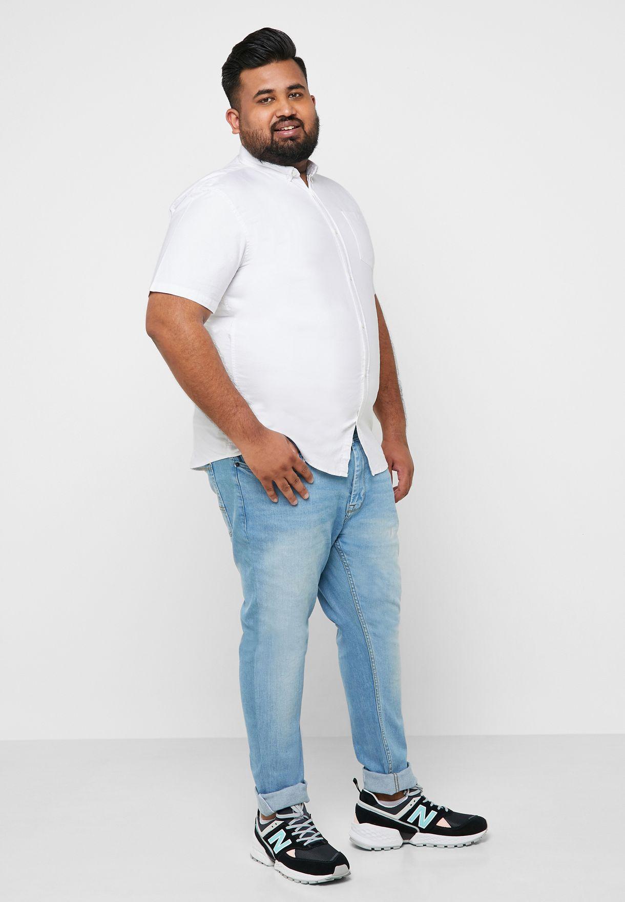 قميص بأزرار