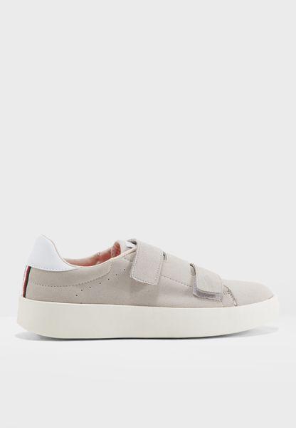 Sara Sneaker