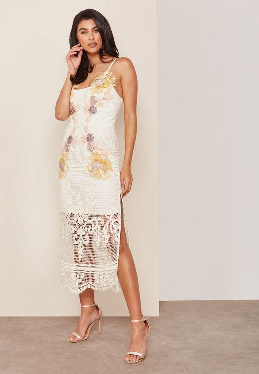 فستان شبك مطرز مع بطانة