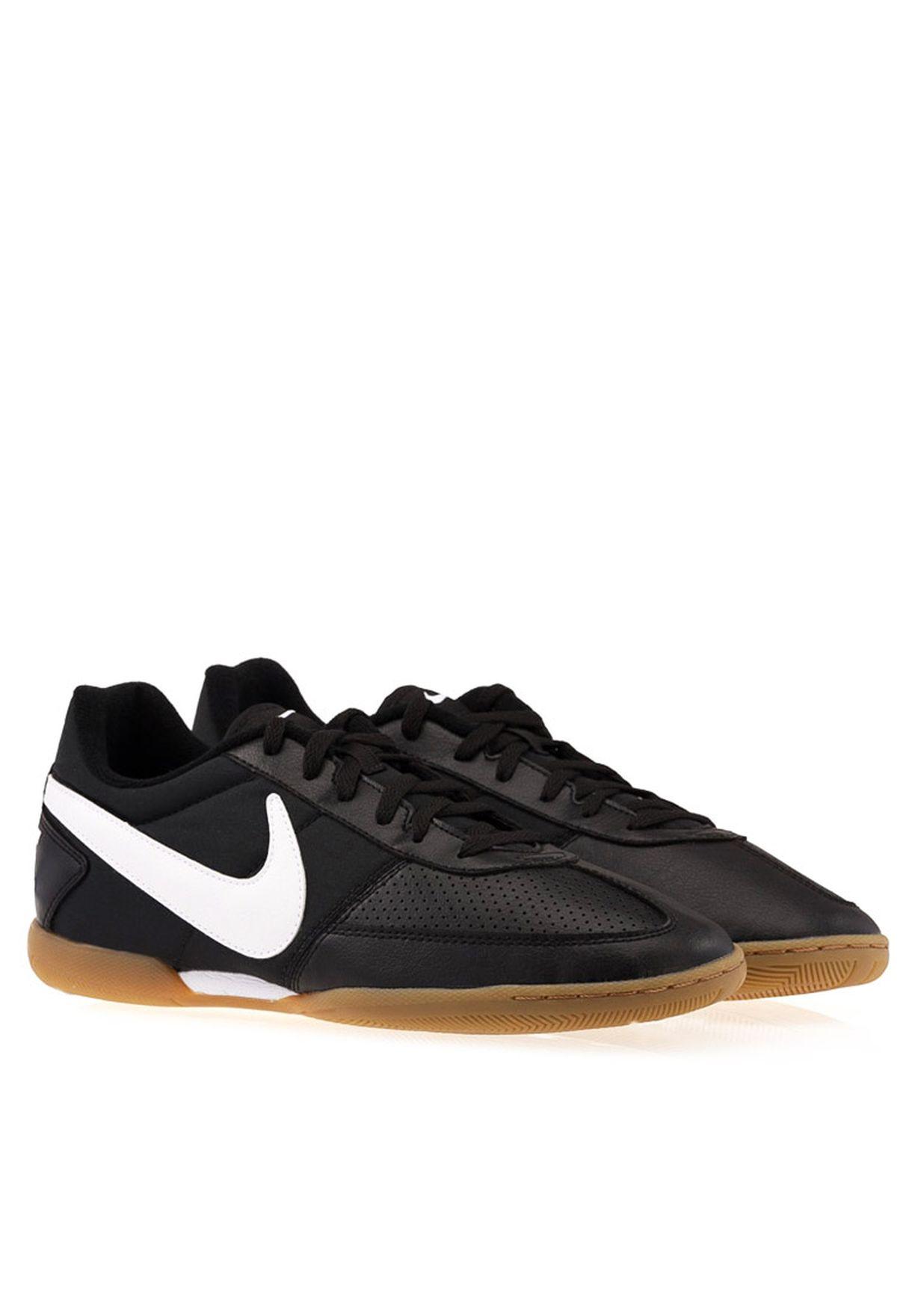 Shop Nike black Davinho Football Shoes 580452-010 for Men in Oman -  NI727SH19YXG 76de114d191