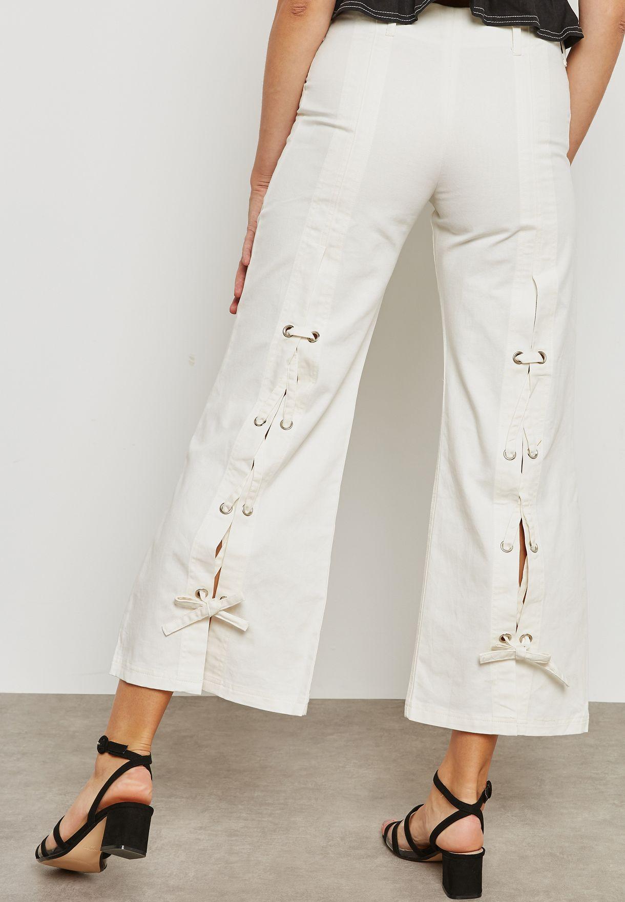 جينز بفتحات واربطة