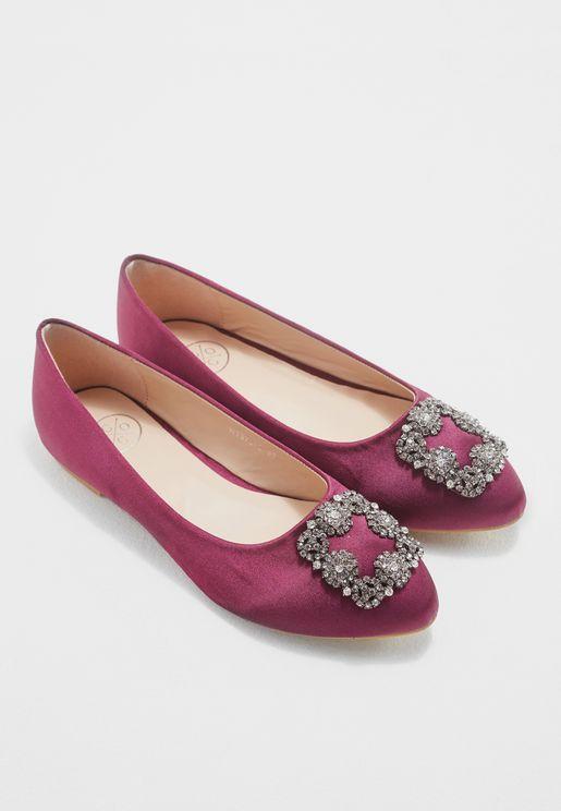حذاء بتداخل ميتاليك