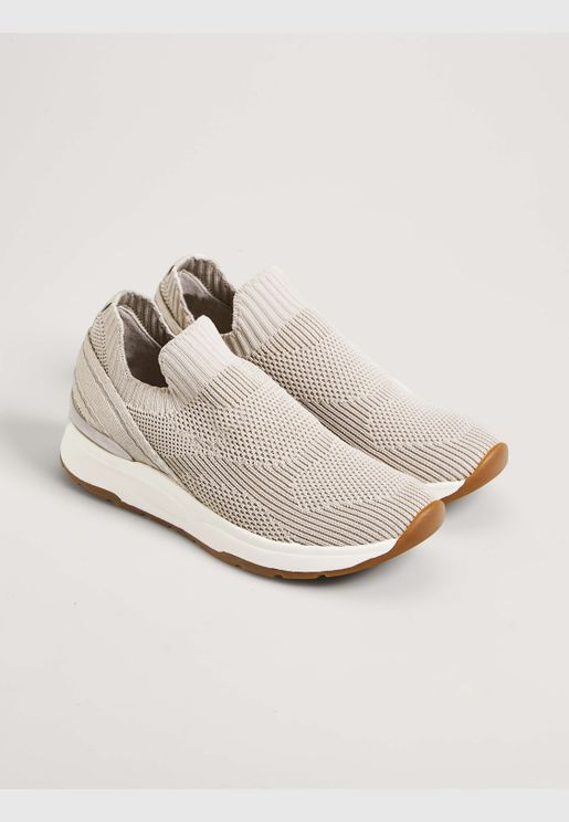 Trainers with heel tabs