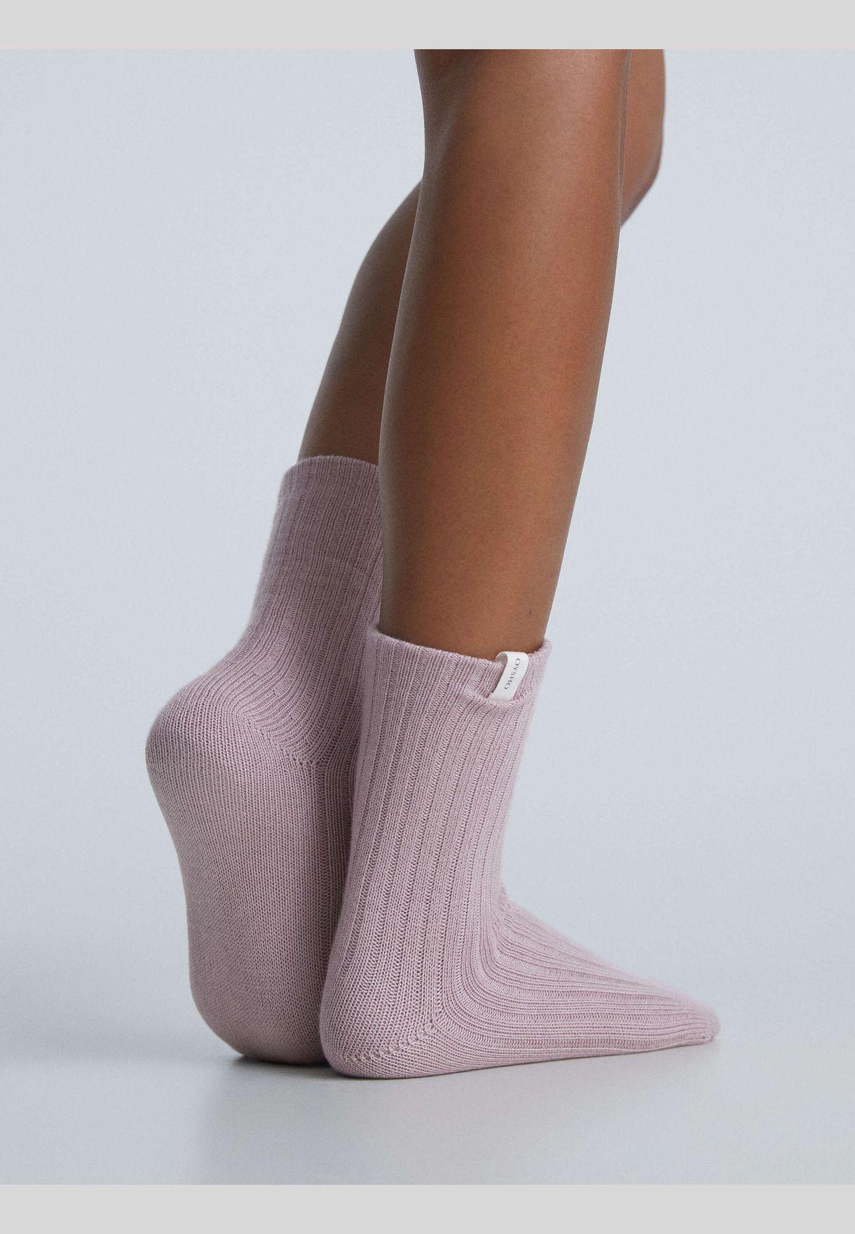 جوارب متوسطة الطول سميكة مضلعة