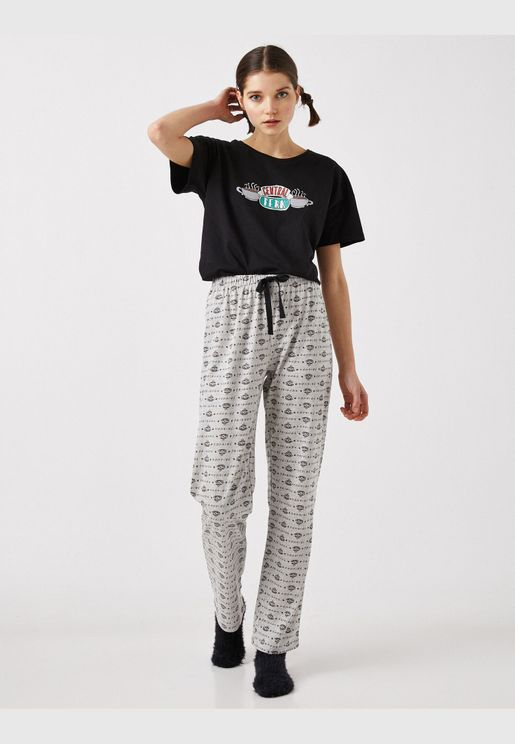 100% Cotton Warner Bros Licensed Friends Themed Pyjamas Set