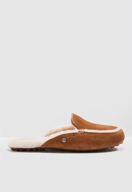 22e3bb185 ازياء للنساء ماركة احذية يو جي جي 2019 - نمشي السعودية