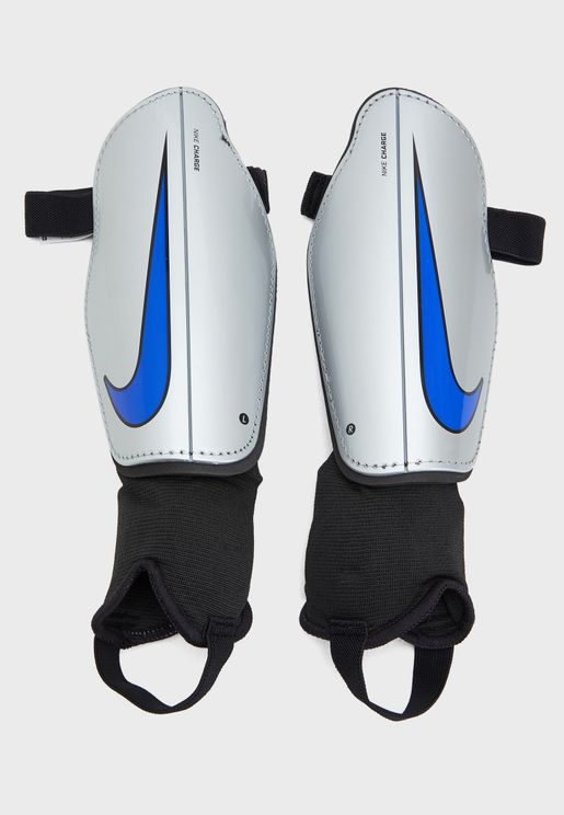 bfde753db5ed2 احذية وملابس كرة القدم من ازياء للرجال - نمشي السعودية