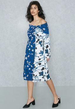 فستان مطبع عاري الكتفين