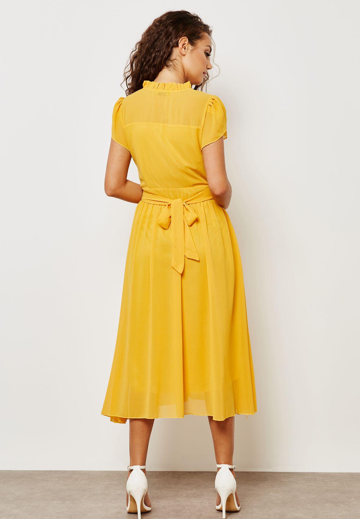 فستان بطيات وكشكش
