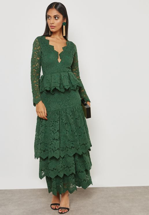 فستان دانتيل بنمط بيبلوم