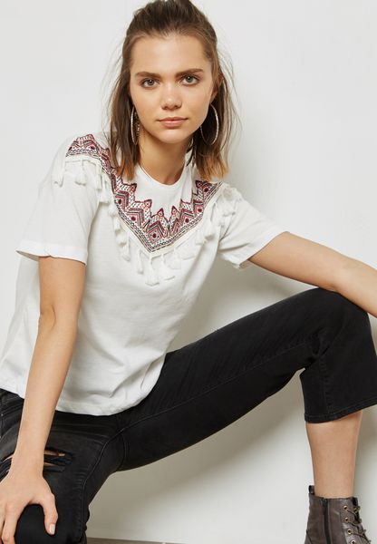 Tassel Detaiol Embroidered Top