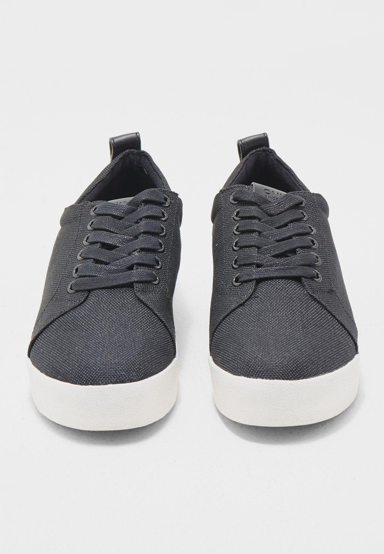 حذاء سنيكرز سادة