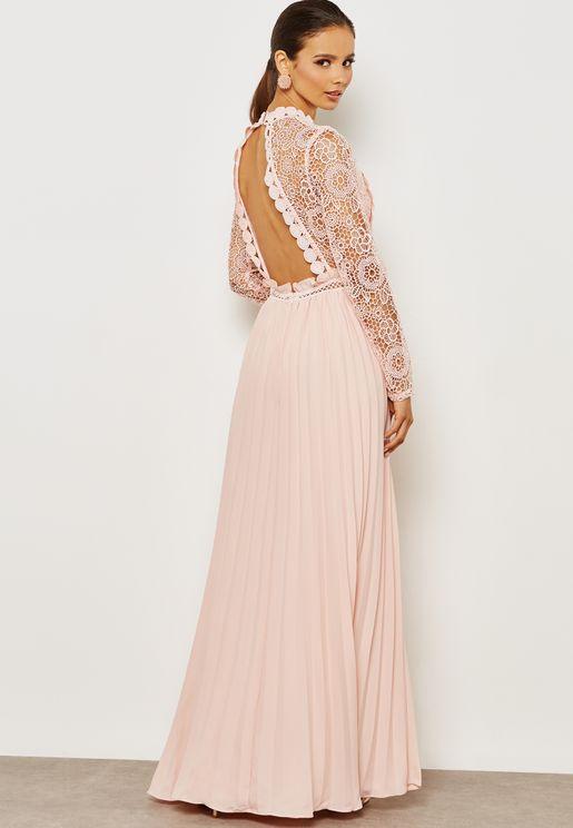 فستان بظهر مكشوف