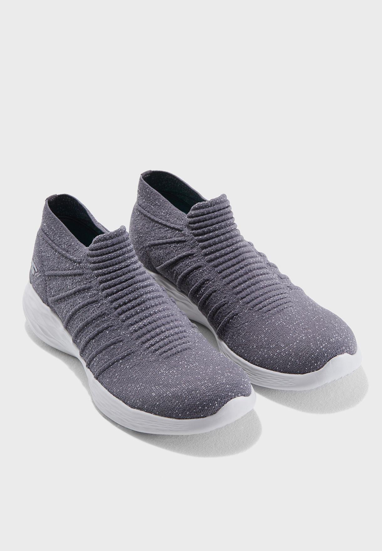 حذاء يو - ايسانس