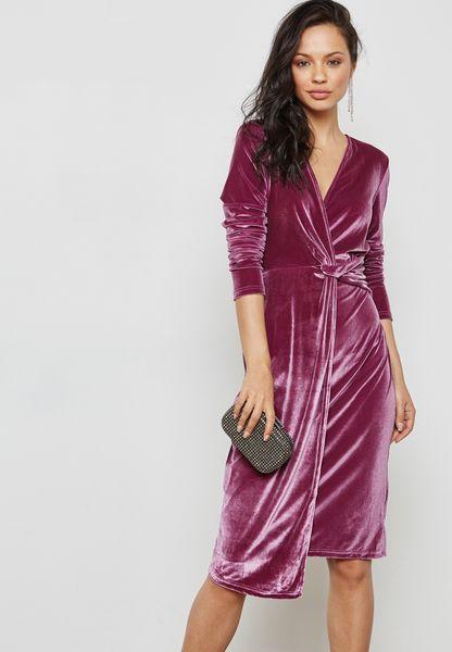 فستان مخمل بنمط لف
