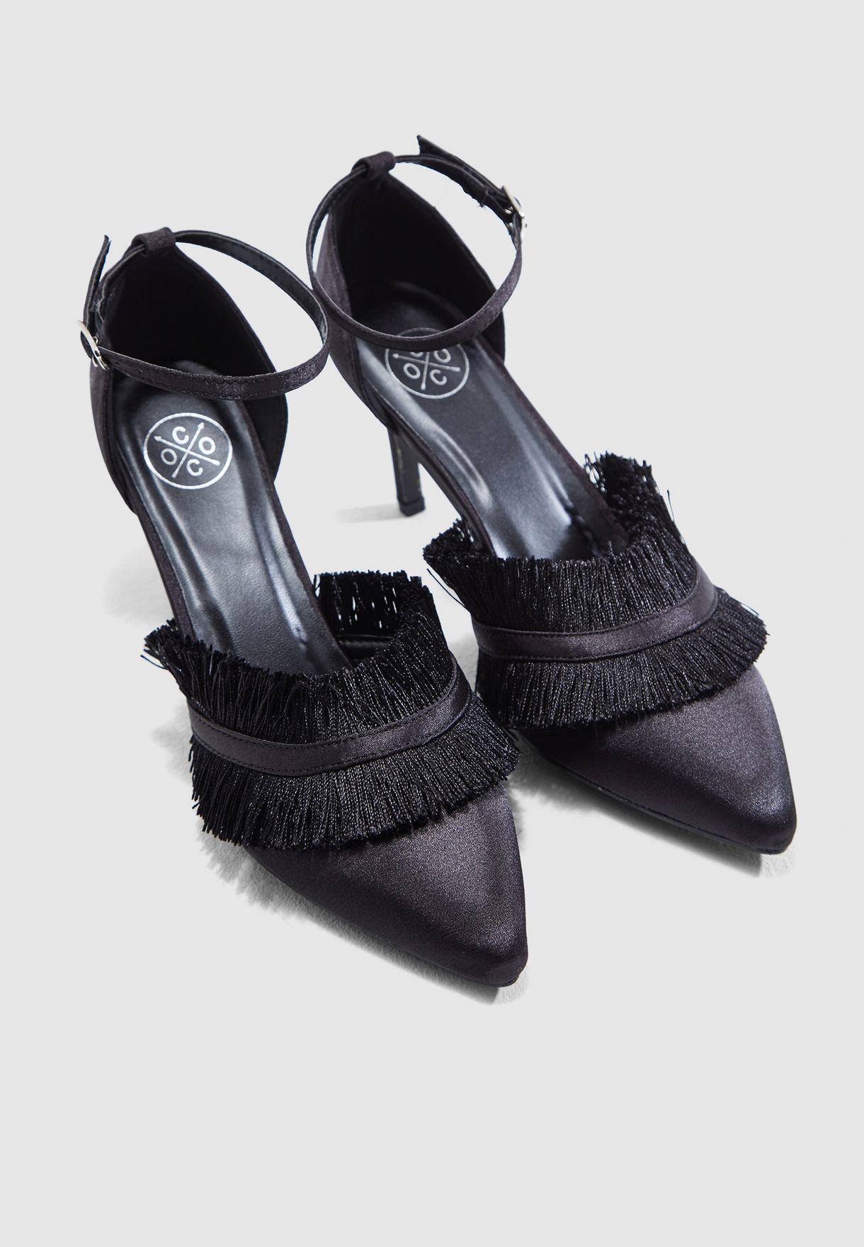حذاء ساتان مزين بشراريب
