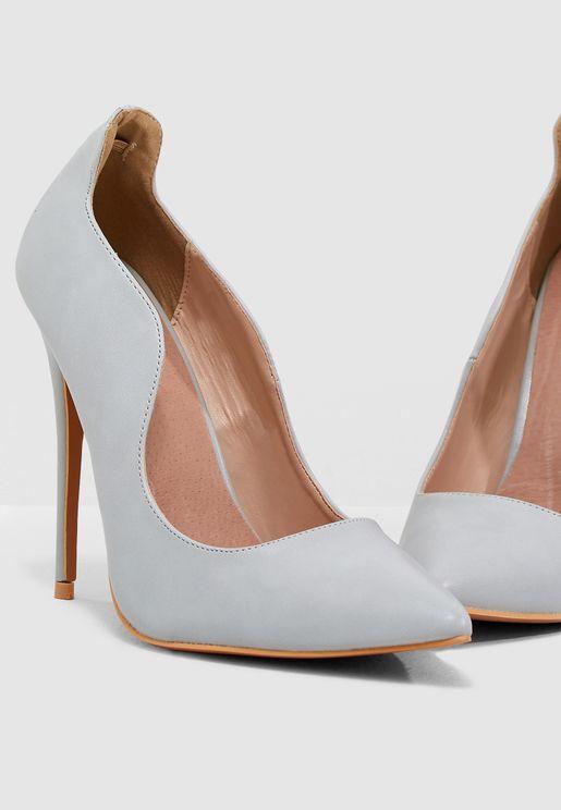 حذاء بحافة منحنية