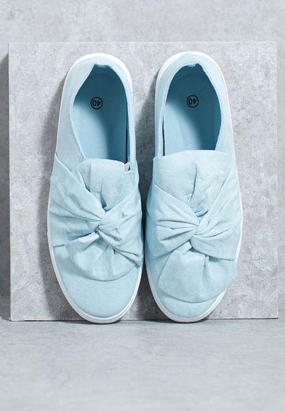 حذاء بعقدة سهل الارتداء