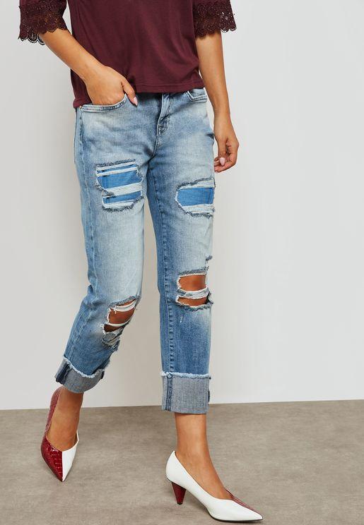 جينز بخصر منخفض واجزاء ممزقة