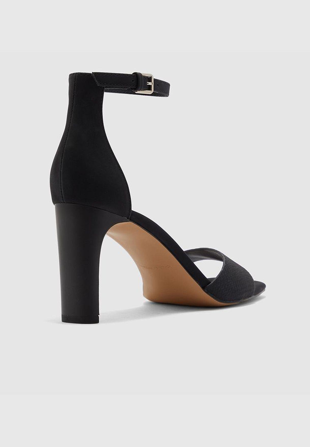 OLLILLE Sandals