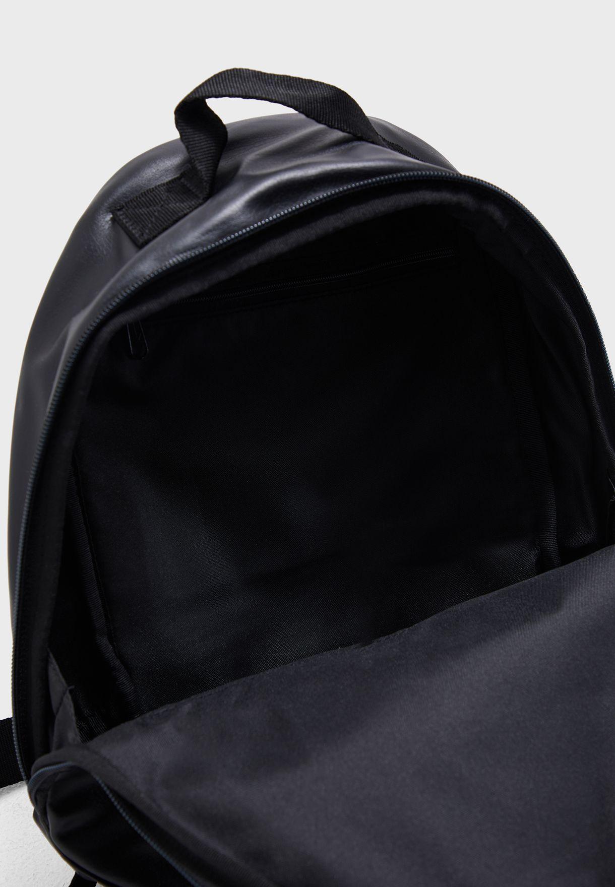 شنطة ظهر مزينة بطبعة شعار الماركة