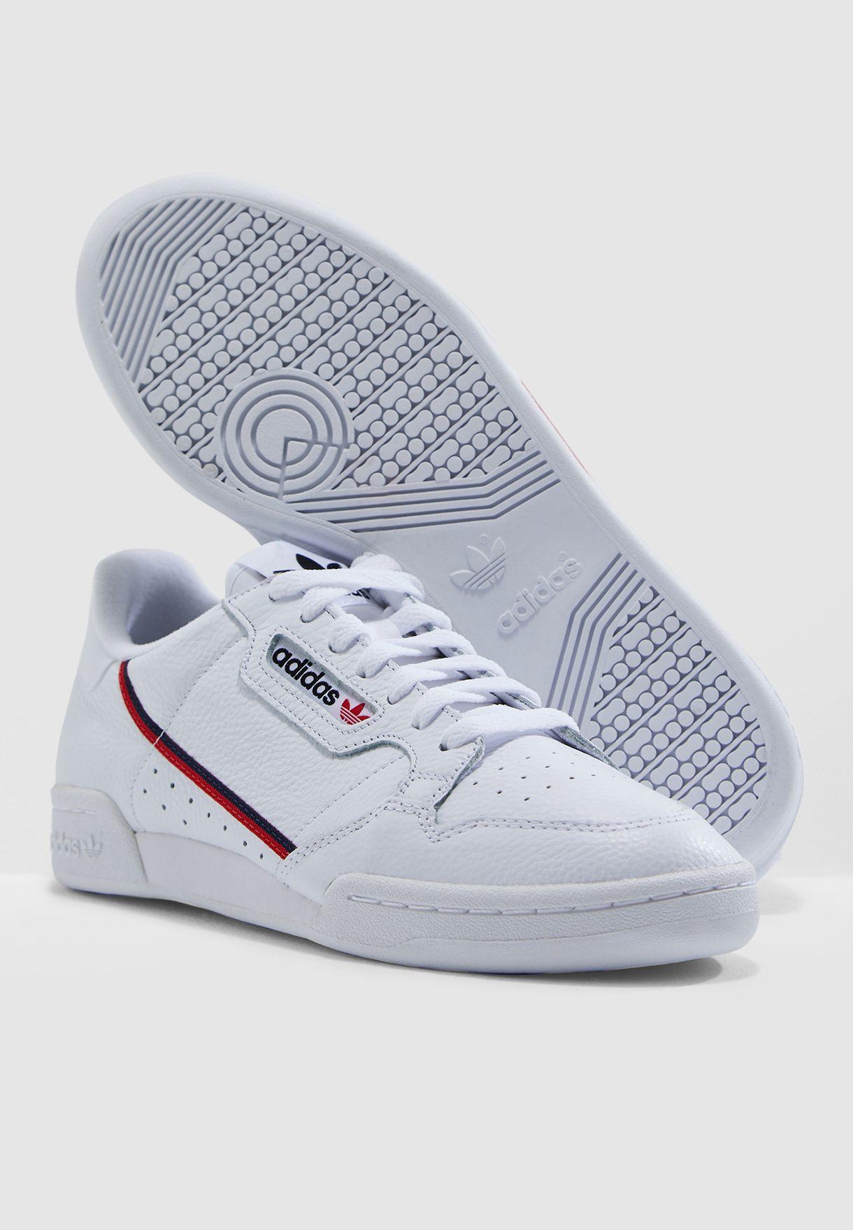 حذاء من مجموعة اديداس هوم اوف كلاسيك