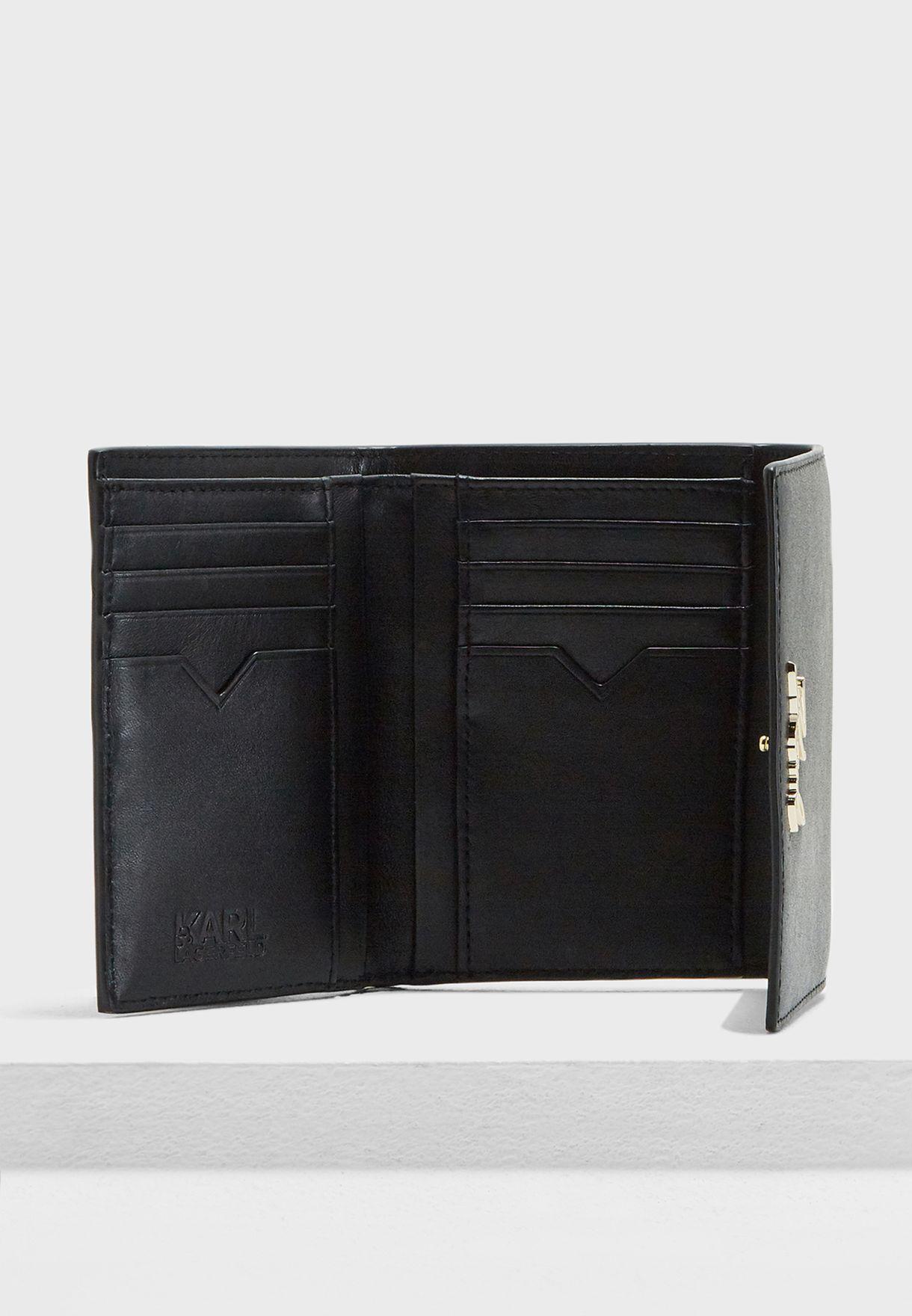 محفظة صغيرة بجيوب متعددة