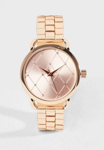 ساعة انالوج بتصميم مميز